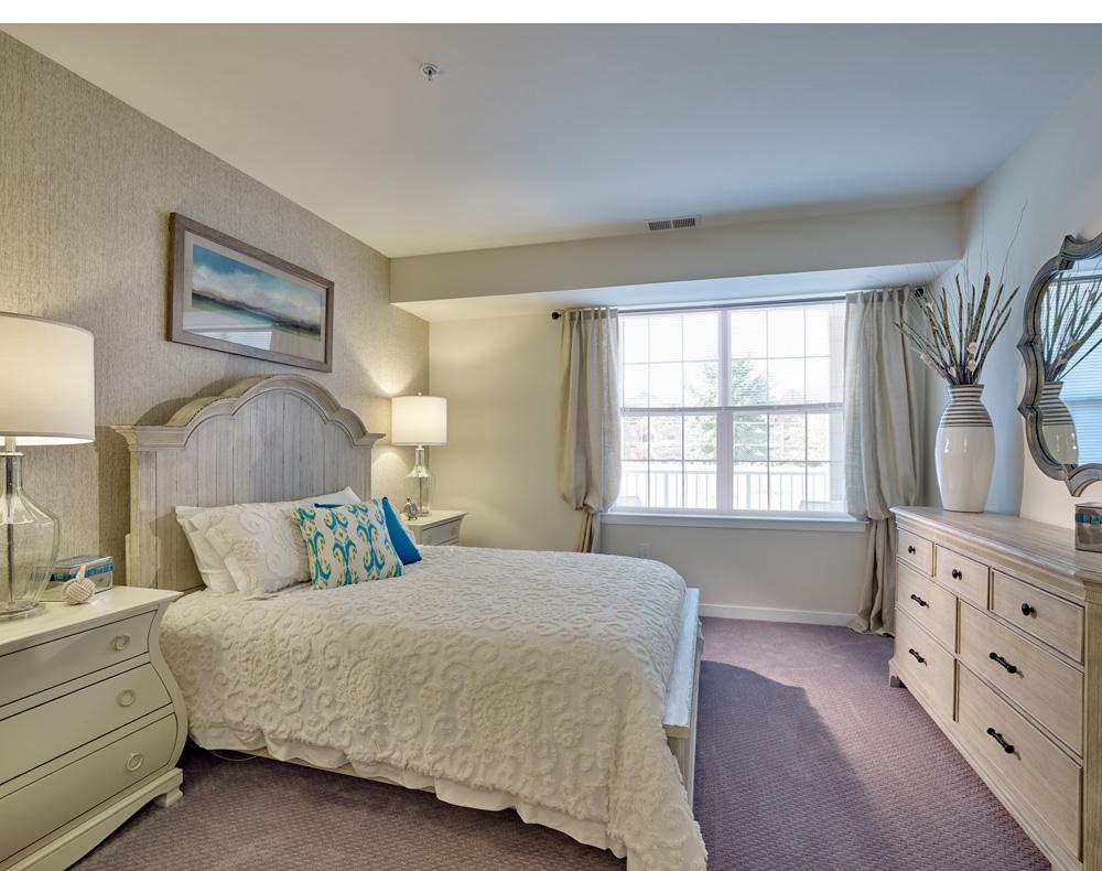 WoodsEastWindsor-bedroom-v2